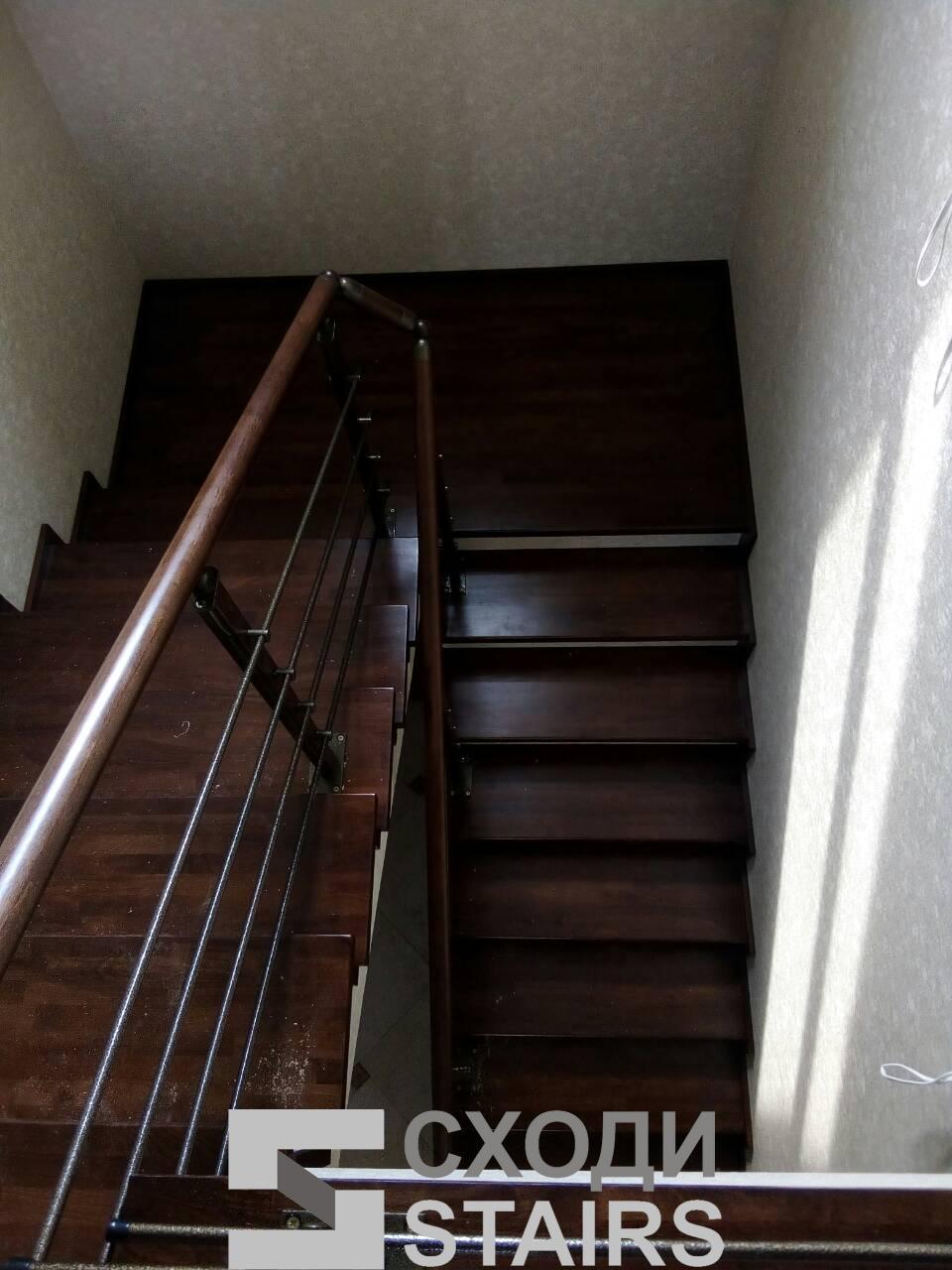 Обшив п-образной лестницы на второй этаж фото 1