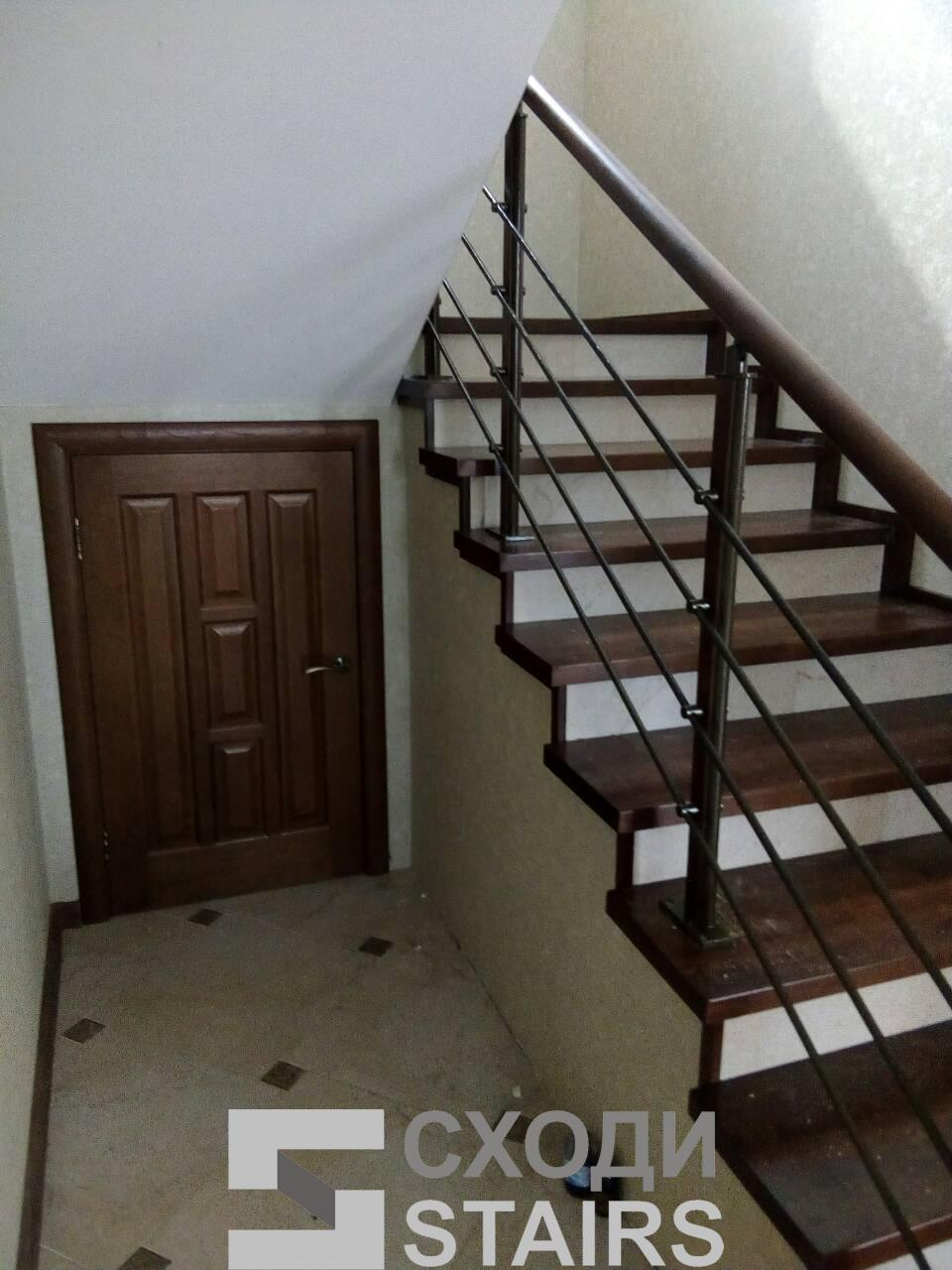 Обшив п-образной лестницы на второй этаж фото 3