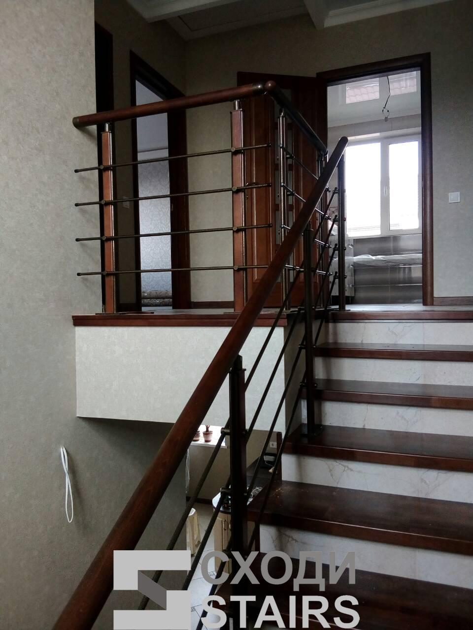 Обшив п-образной лестницы на второй этаж фото 5